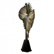 Obiect decorativ din metal pe suport din lemn, 173 cm (h)